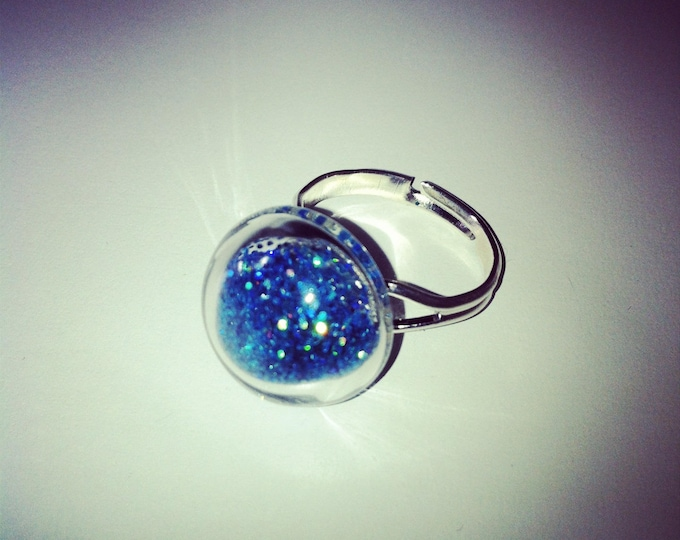 Round glass with turquoise holographic dome ring