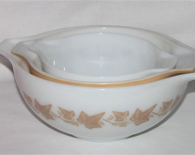 Vintage 1960s Pyrex Mixing Bowl Set Sandalwood Ivy Pattern, Mixing Bowls