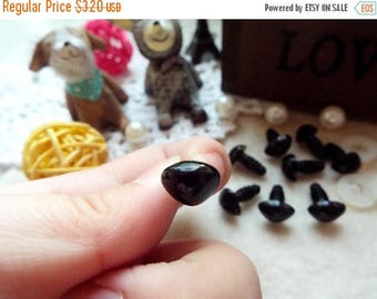 On Sale 15mm Triangle Safety nose Colored Doll nose Toy nose Doll Parts Animal nose Plush nose Teddy Bears nose Plastic nose - black - 10 pc