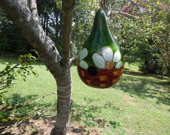 Birdhouse gourd with Daisy Basket Design