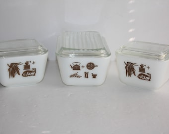 3 Vintage Pyrex Early American Refrigerator Dishes with Lids/Pyrex  501, 502/Pyrex 1 1/2 Cup, Pint Gold Refrigerator Dishes/Near Mint