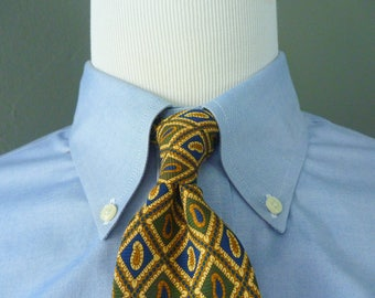 Vintage Brooks Brothers MAKERS All Silk Geometric Paisley Medallion Trad / Ivy League Neck Tie.  Made in USA.
