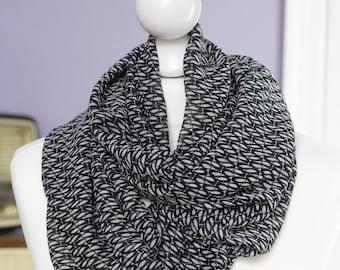 Echarpe circulaire pois noir et ovales beiges  // voile léger // snood // ENVOI GRATUIT