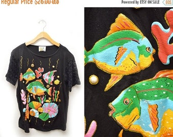 ON SALE 90s Fish Embellished Vacation T-shirt Womens Medium Oversized Crocheted Sleeves