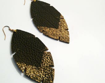 Earrings in textured leather chocolate and gold glitter v