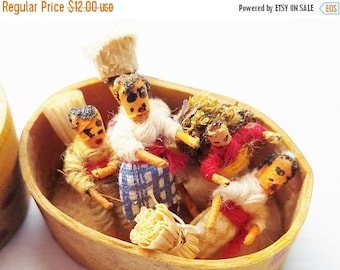ON SALE Trouble Dolls ~  ~ Made in Guatemala ~ Vintage Guatemalan/Guatemala  Woven Thread Worry Dolls in Wooden Box/Wooden Case