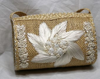 Vintage Straw Purse Handbag - 1970s - White Straw Flower Decoration Accented with White Seashells - Unmarked - Very Good Condition