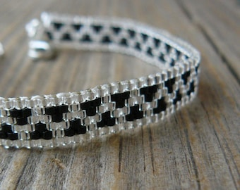 Thin Black and Silver Beaded Bracelet, Zig Zag Pattern, Unisex Skinny Beadwoven Cuff, Southwestern Jewelry, Made to Order