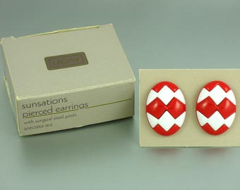 Vintage AVON 'Sunsations' Red and White Pierced Earrings (1987) w/ Original Box.  Red White Earrings. Vintage Avon Earring. Avon Jewelry