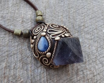 SHIPPING INCLUDED Blue Fluorite and Labradorite Pendant