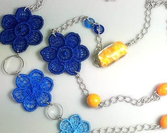 Necklace with lace flowers and lampwork beads C001