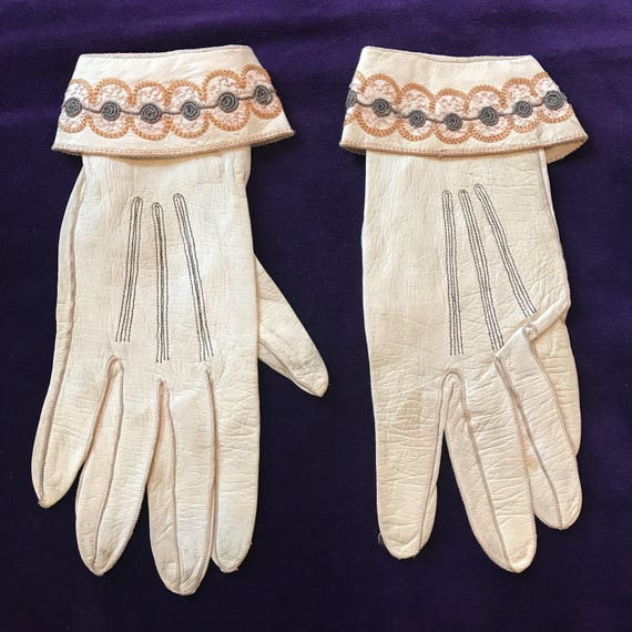 1920s gloves cream leather gloves floral rose embroidery cuff beige grey 20s shorties small 5 6 Art Deco small gauntlet