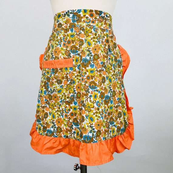 Novelty print cotton apron 1960s orane floral print fun kitchen pinafore half pinny original midcentury sewing 60s gift orange frilly ditsy
