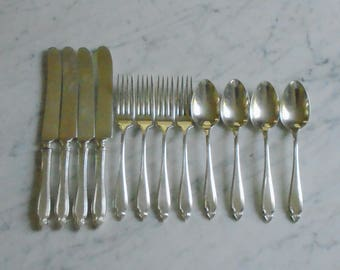 1920 Heirloom Silver Plate Cardinal Dinner Knives, Dinner Forks & Oval Soup Spoons