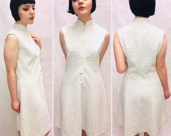 1960s vintage dress, white Mod Dress, Silver Dress. twiggy Dress, size 16