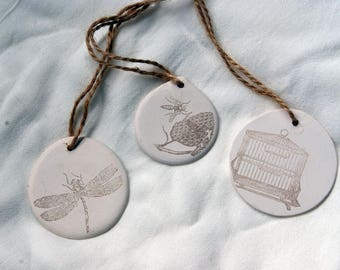 Decorated ceramic tag