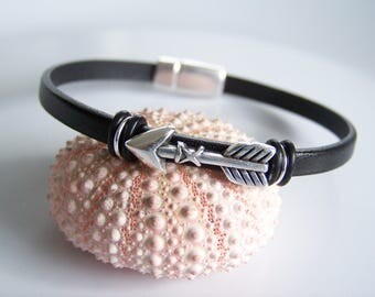 Black Leather Arrow Bracelet- R7761