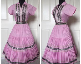 RESERVED FOR EMMA Vintage 1950's Lilac Pink Two Piece Blouse and Accordion Pleated Skirt Patio Set - size Medium Large