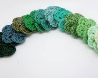Set of 11 green crochet flowers (4.5 cm) in Mercerized cotton