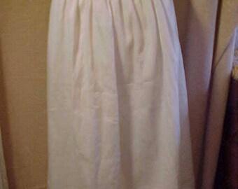 "Vintage White Cotton   teens Long Skrit, 26"" waist, 36"" lenght        #3292"