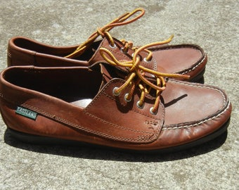 Women's Tan dark brown leather Eastland grunge oxford Boat moccasin lace up shoes (size 9/9.5)