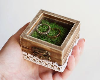 Wedding Ring Box With Green Moss - Glass Box, Ring Bearer Box, Wedding Box With Lace Trim, Romantic Wedding, Shabby Chic, Moss Ring Pillow