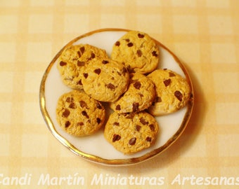 1/12 Scale - Chocolate Chips Cookies on Porcelain Dish - Dollhouse miniature food by CANDI MARTÍN.