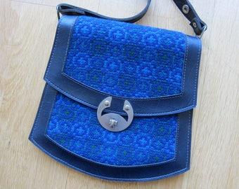 Vintage 70s Blue Green Tapestry Faux Leather Purse Bag Handbag - Medium Sized Shoulder Bag 5 Compartments Silver Hardwear Clasp Buckles