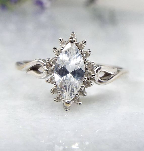Vintage 9ct White Gold Elegant Sparkly Crystal Marquise Navette Ring / Size L