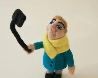 Woolen sculpture Selfie Man. Needle felted interior doll. Handmade art doll. Home decor. Gift for selfie lover.