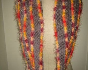 Grey snood and stripes furry and super colorful mixed wool it is worn loose as a scarf or wrapped around the neck. This is the snood that will wake up your winter outfits!