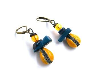 Boucles d'oreilles rustiques - céramique raku émaillée- jaune, anthracite -  artisanal - nacre - verre - pièce unique
