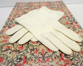 Vintage White Wrist Length Gloves 1960's Church Dining Out Theater