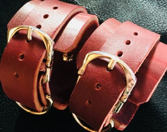 Cuffs/ restraints Leto leather burgundy in color