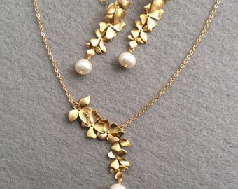 Matte gold and pearl earrings and necklace, gold and freshwater pearl set,