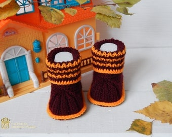 Booties for newborn. Knitted booties for girls. Newborn shoes. Infant shoes, Baby dress shoes.