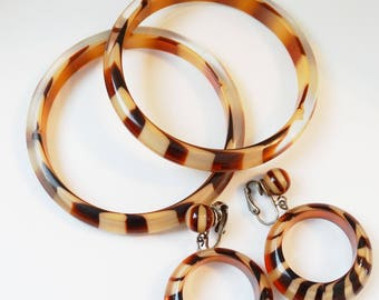 1960s Striped Tortoise Lucite Bangle and Earring Set Demi Parure Clip On Earring Bangle Bracelet Brown Stripe