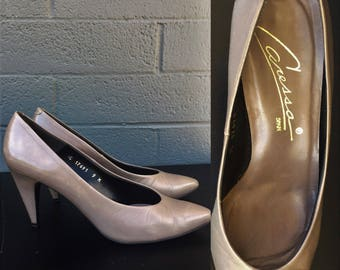 Size 9 Taupe Caressa Heels Pumps Eighties made in Spain Tan Nude Earth Tone