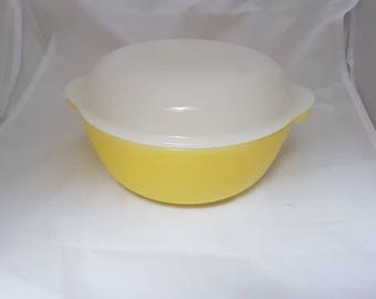 Baking dish//serving dish//Arcopal France//Vintage//Milk glass//Yellow//Retro//brocant//dining//Collection//1960//save.