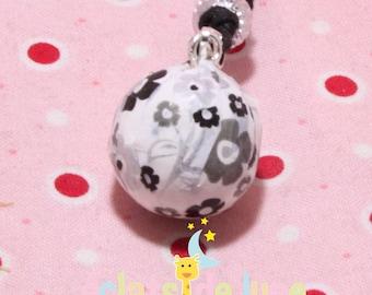 Pregnancy's Bola black flower pattern on white background