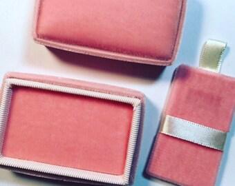 Vintage Style Velvet and Ribbon Pendant Box