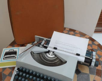 Vintage circa 1960/70 cased portable Imperial Messenger T Manual Typewriter Full Working Order Grey Body with Carry Case