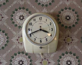 Vintage Wall Clock, White Wall Clock, Cream Kitchen Clock, Sheldon Self-Starting Wall Clock, Deco Style Hanging Clock, Farmhouse Clock