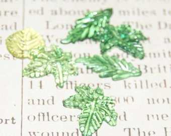 10 charms green leaves in transparent acrylic 15 to 25 mm