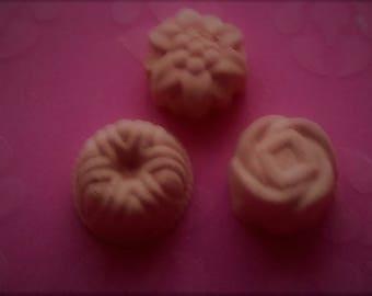 Lavender Bath Bombs - Pack of 3 - 70gms - Chunky  flowers - Bath Bomb Gift set