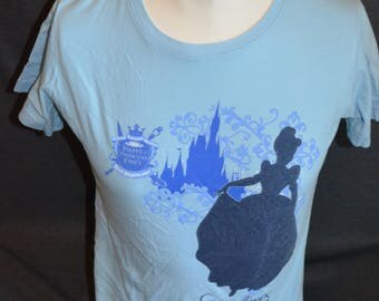 "Vintage Walt Disney World  Exclusive ""Pirate and Princess Party"" Graphic T-Shirt (Size: M)"