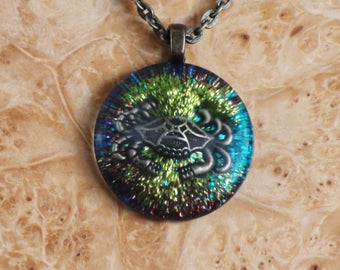 Rainbow Green/Turquoise Wild Beach Crab Zodiac Symbol Cancer Chakra-Tuning Crystal Ormus Orgone Energy 27mm Unisex Pendant Necklace