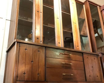 Mid-Century Broyhill Saga Hutch (*please see notes on shipping)