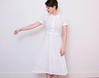 WINTER SALE 20% OFF Vintage 1940s White Daisy Eyelet Cotton Dress / Button Front / 1940s White Sundress / Xs