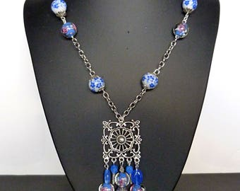 "Pendant necklace retro ""Champs Elysees"" silver metal, Murano glass blue flowered porcelain beads beads, metal Victorian style engraving"